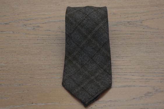 Cravatta in lana colore grigio con doppio riquadro 17800
