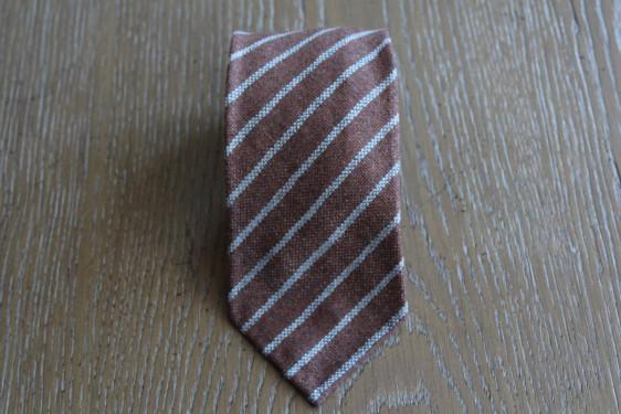 Cravatta in cashmere colore marrone melange con righe grigie