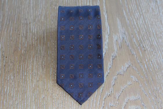 Cravatta in seta colore marrone con quadretti 17878