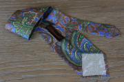 Cravatta disegno cashmere fondo blu indaco